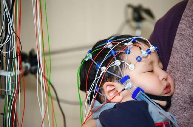 ЭЭГ головного мозга у детей – что это такое?