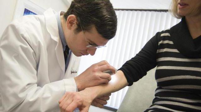 Дермоскопия: показания, проведение, результаты