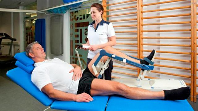 Реабилитация после артроскопии коленного сустава: ЛФК, массаж, разработка и упражнения